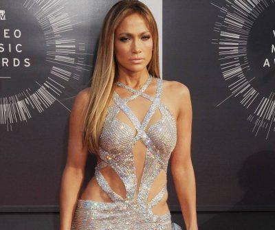 [FOTOS] ¡Wooow! El espectacular look que hizo ver a Jennifer López como una gran empresaria.