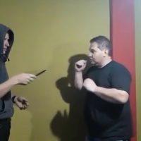 [VIDEO] ¡Que burdo! Clase de autodefensa termina mal frente a las cámaras... ¡No lo vas a creer!