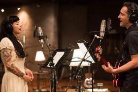 """[VIDEO] ¡De lo mejor! Mon Laferte y Jorge Drexler conversan sobre """"Norma"""" con humor, historia, música y vino"""